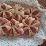 桜餡の春らしいパン